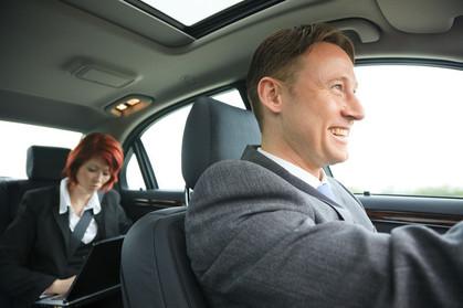 Personas en coche